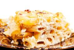 Un primo piano del mackintosh e del formaggio casalinghi squisiti Immagini Stock Libere da Diritti