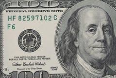 Un primo piano della banconota in dollari 100 fotografie stock libere da diritti