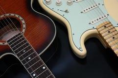 Un primo piano di 2 chitarre Fotografia Stock