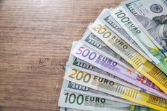 Un primo piano di 500 200 100 50 20 banconote Immagini Stock