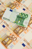 Un primo piano di cento banconote dell'euro Fotografia Stock Libera da Diritti