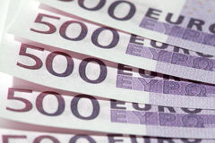 Un primo piano di cinque 500 euro banconote Fotografia Stock