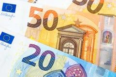 Un primo piano di 20 e 50 euro banconote come fondo dei soldi Immagine Stock Libera da Diritti