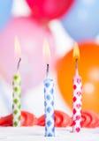 Un primo piano di tre candele di compleanno Fotografia Stock Libera da Diritti