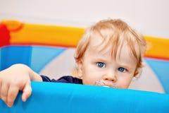 Un primo piano di un neonato di anno Immagine Stock Libera da Diritti