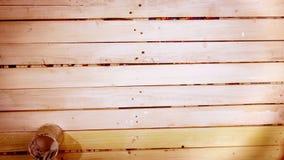 Un proceso de preparar a los tableros de madera antes de pintar almacen de video