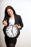 Un profesional del asunto que sostiene un reloj Imagen de archivo
