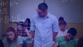 Un profesor y estudiantes en una sala de clase almacen de metraje de vídeo