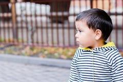 Un profil d'un petit garçon latin Photographie stock libre de droits