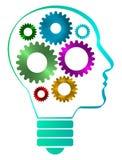 Un profilo della testa umana ha modellato la lampadina con gli ingranaggi interni del ferro Png disponibile Immagine Stock Libera da Diritti