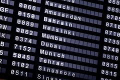 Un programme de vol à l'aéroport Photographie stock libre de droits