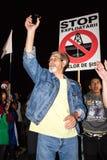 Un protestataire plus âgé contre l'or de cyanure de Rosia Montana Images stock