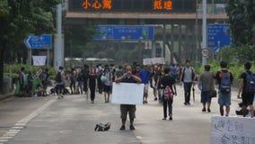 Un protestatario che sta alla rivoluzione dell'ombrello in Hong Kong Immagini Stock