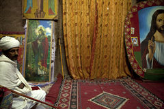 Un prêtre dans Lalibela Image libre de droits