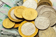 Un puñado de monedas rusas de diversas denominaciones Imagen de archivo libre de regalías