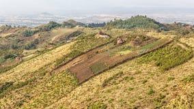 Pueblo en las colinas Imagen de archivo libre de regalías