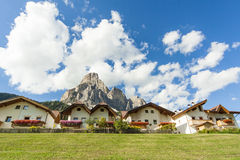 Un pueblo de montaña Fotos de archivo libres de regalías