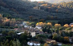 Un pueblo en el campo cerca de Arezzo foto de archivo libre de regalías