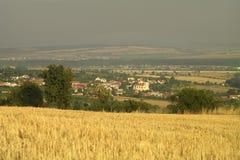 un pueblo en el valle Fotografía de archivo libre de regalías