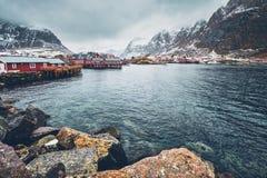 Un pueblo en las islas de Lofoten, Noruega foto de archivo