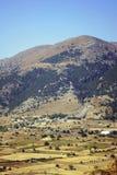 Un pueblo en las montañas Fotos de archivo libres de regalías