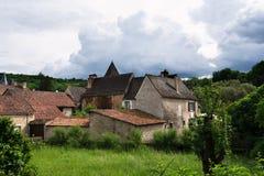 Un pueblo Noir típico de Perigord en Francia imagen de archivo