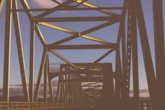 Un puente amarillo fotos de archivo