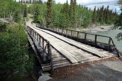 Un puente de madera preservado en los territorios del Yukón Imagen de archivo