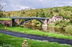 Un puente del hierro sobre el río Severn Foto de archivo libre de regalías