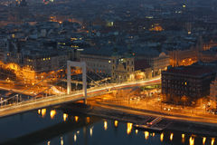 Un puente en Budapest imagen de archivo