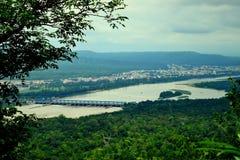 Un puente en el río Ganga de Chandi Devi Temple Imagen de archivo libre de regalías