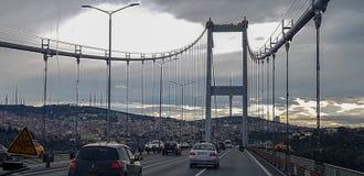 Un puente en Estambul en Turquía imágenes de archivo libres de regalías