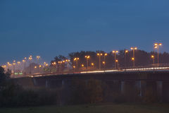 Un puente en la noche Fotos de archivo