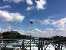 Un puente por Niágara Fotos de archivo libres de regalías