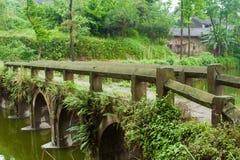 Un puente viejo Fotos de archivo libres de regalías