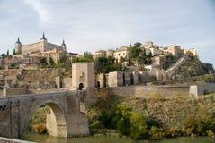 Un puente viejo en Toledo Foto de archivo