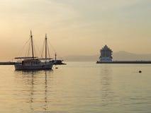 Un puerto viejo en el tiempo de la tarde Imágenes de archivo libres de regalías