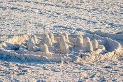 Un puits fait château de sable le long du rivage d'Anna Maria Island, la Floride photographie stock