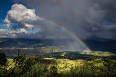 Un punto de encuentro entre el cielo y el suelo. Un punto de contrastes entre la lluvia, el sol, la montaña, el cañón, la belleza y el dramatismo royalty free stock photos