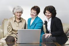 Un punto di vista di tre donne di affari Fotografia Stock Libera da Diritti