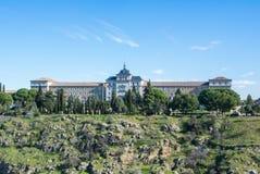 Un punto di vista panoramico di fanteria Academy Academia de Infanteria il giorno soleggiato freddo di inverno a Toledo Fotografia Stock Libera da Diritti