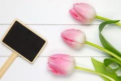 Un punto di vista superiore di tre tulipani rosa molli Immagine Stock Libera da Diritti