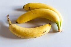 Un punto di vista di tre banane immagini stock libere da diritti