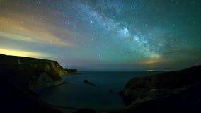Un punto hermoso de la fotografía en la costa oeste del sur de Inglaterra, en la costa jurásica fotografía de archivo libre de regalías