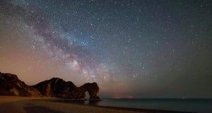 Un punto hermoso de la fotografía en la costa oeste del sur de Inglaterra, en la costa jurásica imagen de archivo libre de regalías
