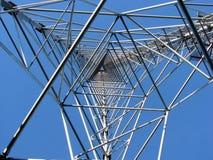 Un pylône électrique de ligne électrique Image stock