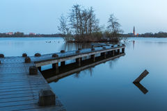 Un quai de bateau dans la forêt d'Amsterdam Images stock