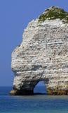 Un récif en mer atlantique en Normandie Image libre de droits