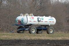 Un réservoir anhydre agricole d'ammoniaque Photographie stock libre de droits