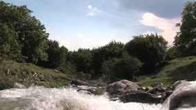 Un río en Bulgaria almacen de video